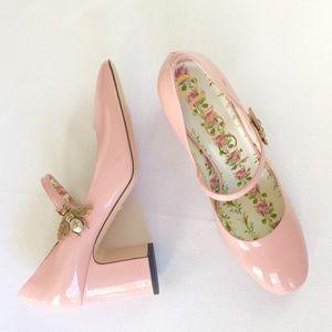 d81ca0f5f033 Gucci Shoes - NIB Gucci Lois pink patent leather bee pump 39 9